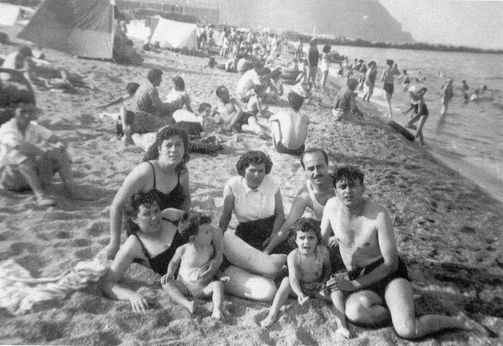 1950 Platja de Can Tunis en un dia festiu anys. Proc.  <a href=