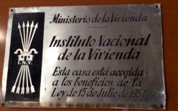 L'Ajuntament dona llum verda a la retirada de plaques franquistes a la ciutat