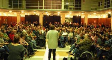 Ada Colau afronta les demandes  veïnals de la Marina