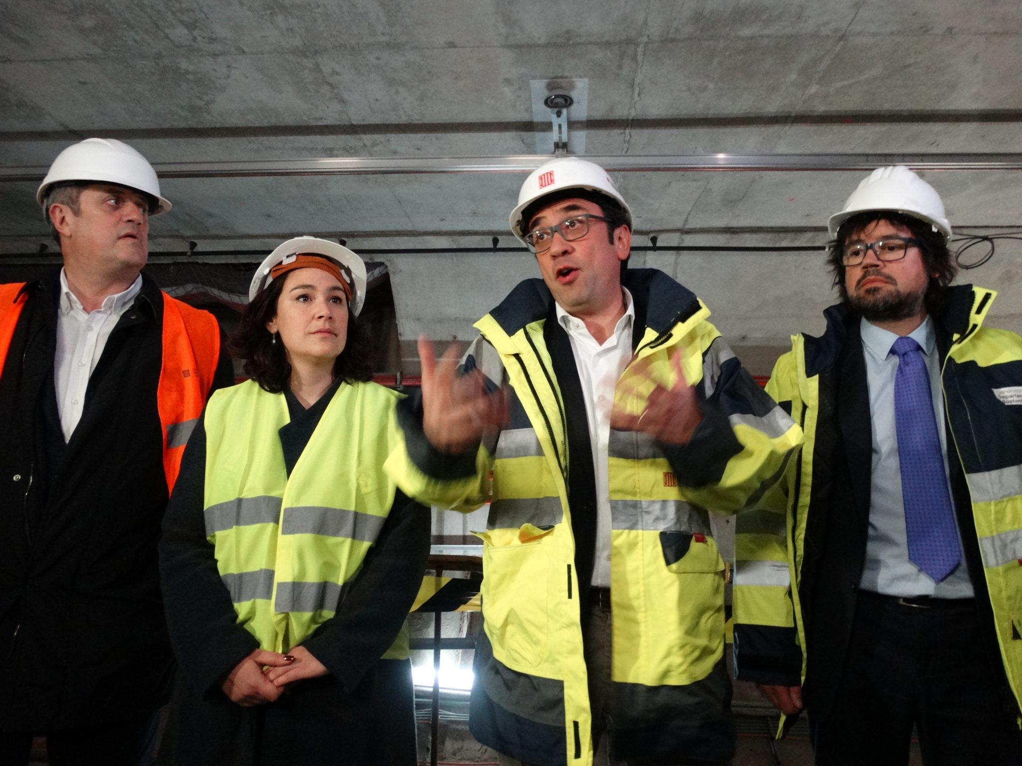 El Conseller Josep Rull i la Regidora del districte Laura Pérez amb els tècnics.