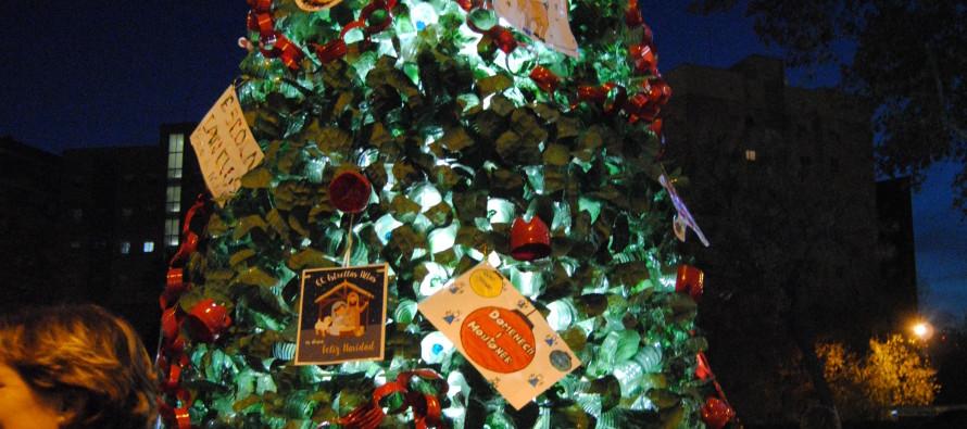 La plaça de La Marina ja llueix l'arbre de nadal