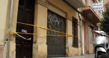 Desallotgen un immoble de Sants-Montjuïc per risc de ruïna i esfondrament