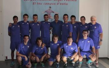 Jordi Masip visita l'Escola de Futbol Ángel Pedraza
