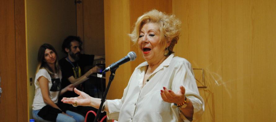 Apassionant recital poètic conduït per Núria Feliu a la Biblioteca Francesc Candel