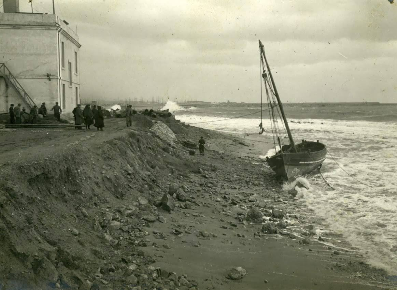 restes-de-temporal-a-la-platja-de-can-tunis-1911-frederic-ballell-afb