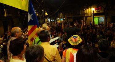 El districte celebra la tradicional Marxa de Torxes al Poble-Sec