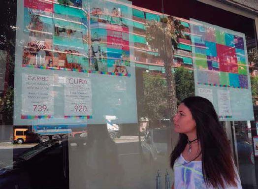 L'agència Nautalia Viatges al Passeig de la Zona Franca 145 // Iris Vieiros
